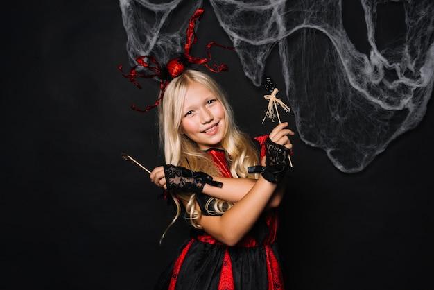 Loirinha garota em traje de halloween