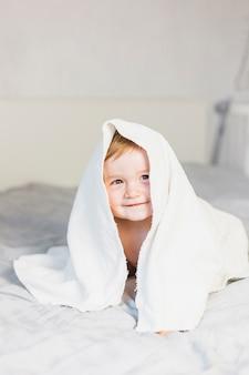 Loiro, bebê, com, toalha