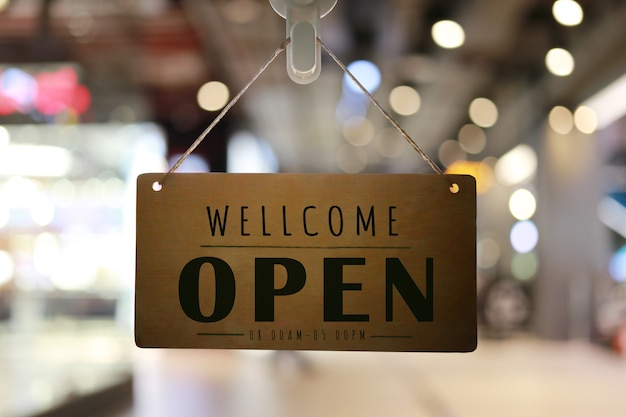Loja aberta no sinal da loja, restaurante mostra o status de abertura