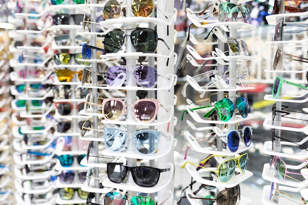 Loja de acessórios elegantes para a visão, uma grande seleção de armações