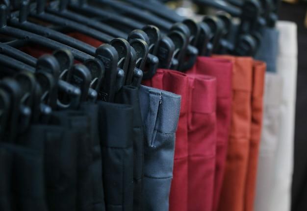 Loja de calças coloridas