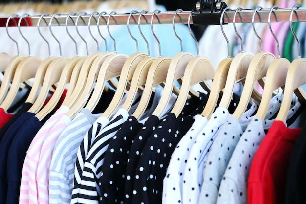 Loja de camisa de mulher
