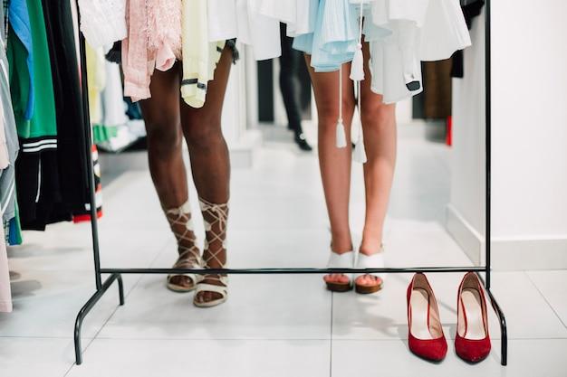 Loja de close-up com sapatos elegantes