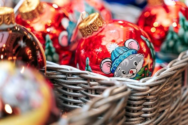 Loja de departamentos com feira de ano novo e natal.
