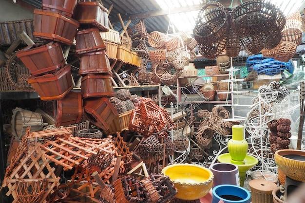 Loja de madeira feita à mão da cesta de vime.