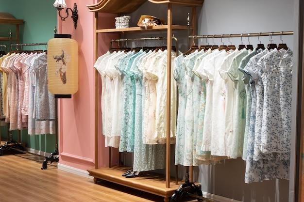 Loja de moda feminina em shopping center