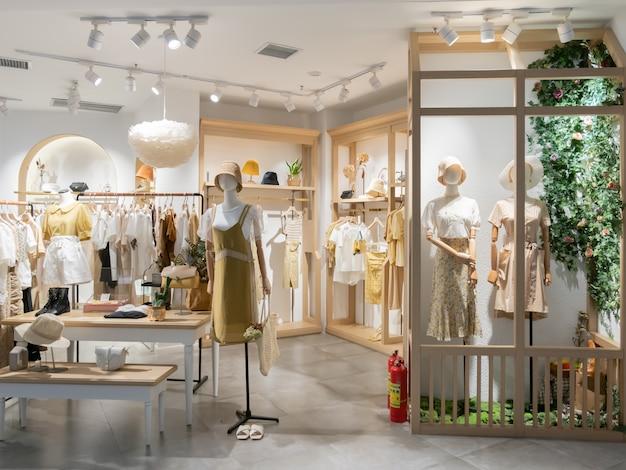 Loja de moda feminina no shopping