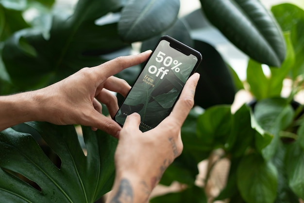 Loja de plantas com 50% de desconto em propaganda de mídia social