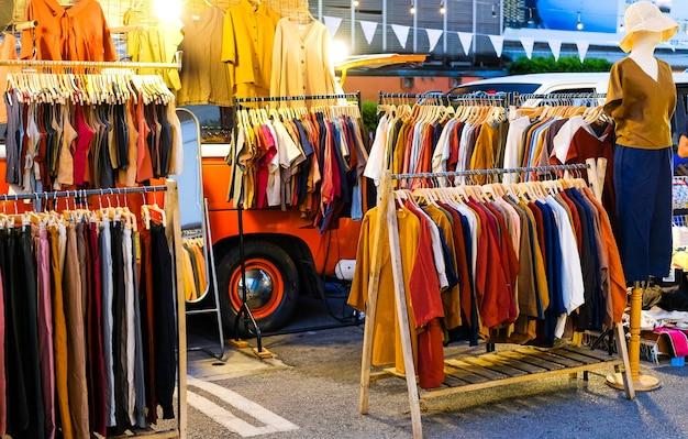 Loja de roupas ao ar livre venda de roupas no estilo old school