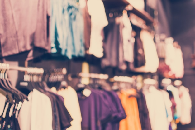 Loja de roupas turva em shopping
