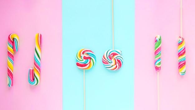 Lollipops saborosos e bastões de doces