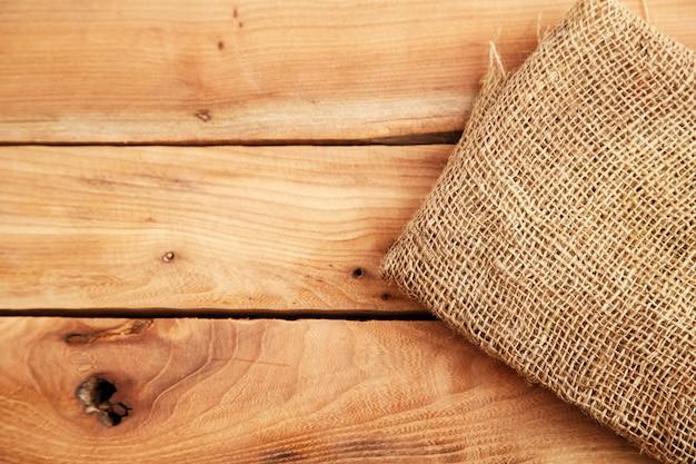 Lona no plano de fundo texturizado de madeira. vista do topo