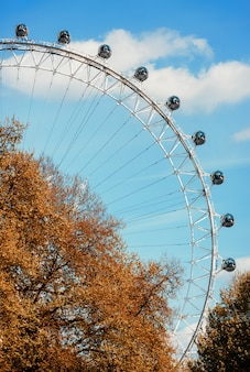 London eye é um gigante ferris whee