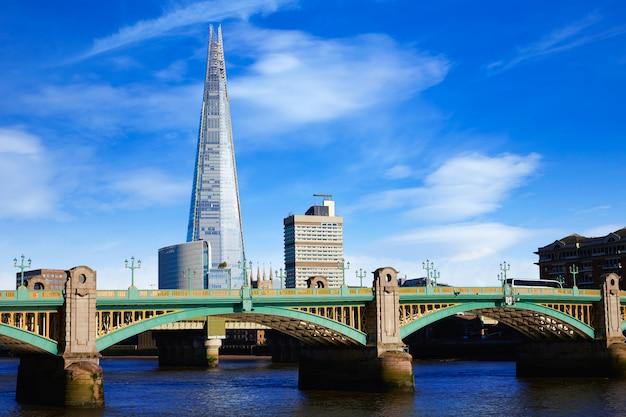 London southwark bridge e shard on thames
