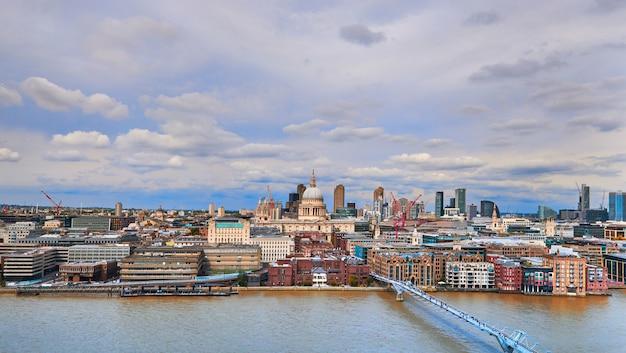 Londres, vista aérea panorâmica sobre o rio tamisa