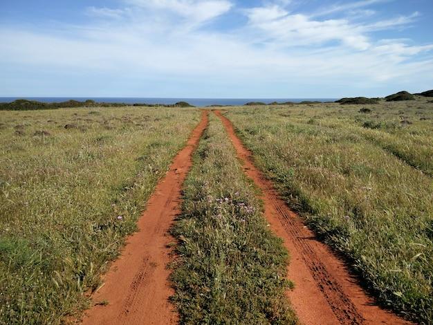 Longa estrada de terra