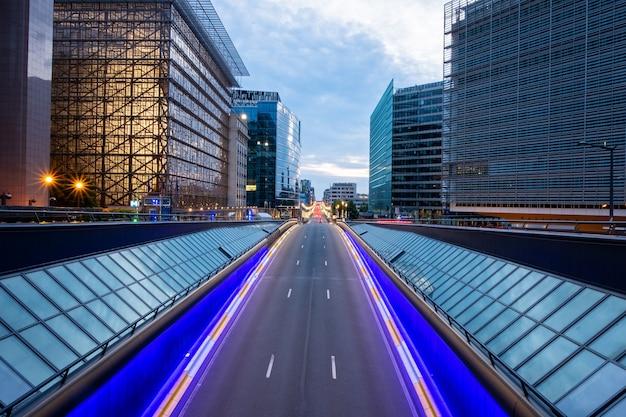 Longa exposição, tiro de uma ponte em bruxelas