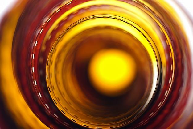 Longa tira de filme fotográfico laranja vermelho close up de fundo filme 35 mm