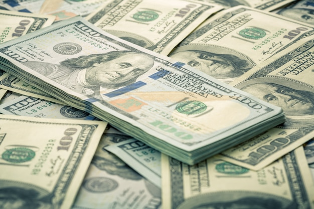Lote de notas de cem dólares