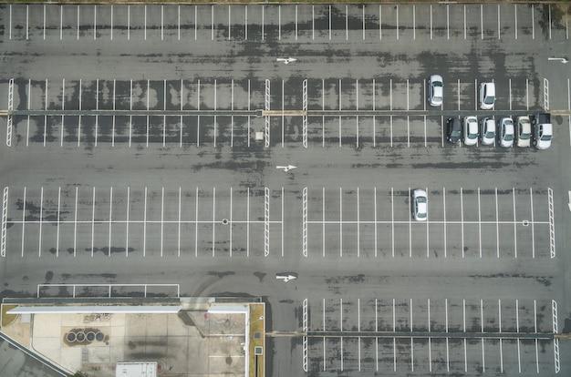 Lotes de estacionamento vazios, vista aérea.