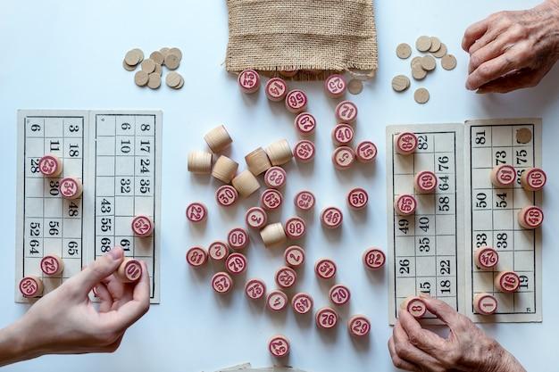 Lotto family board game. jogue em casa em um dia frio de inverno ou em um novo ambiente de pandemia.
