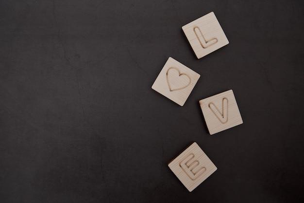 Love wood text fundo escuro