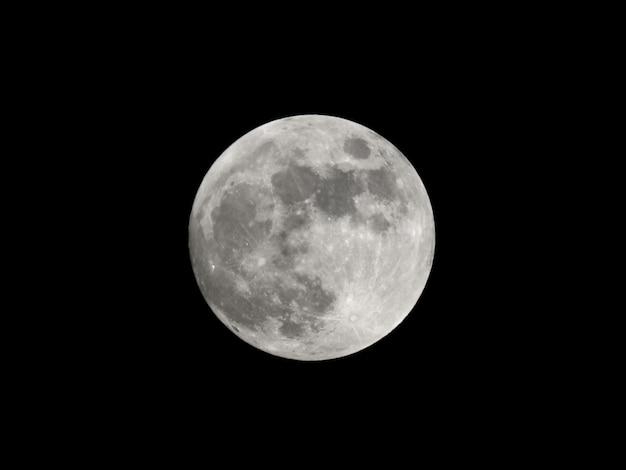 Lua cheia vista com telescópio