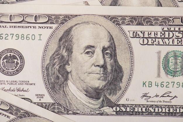 Lucro, receita, lucro, dívida, débito, lavanderia, empréstimo, sucesso, conceito, royalty. foto de close up de fundo feito de 100 notas