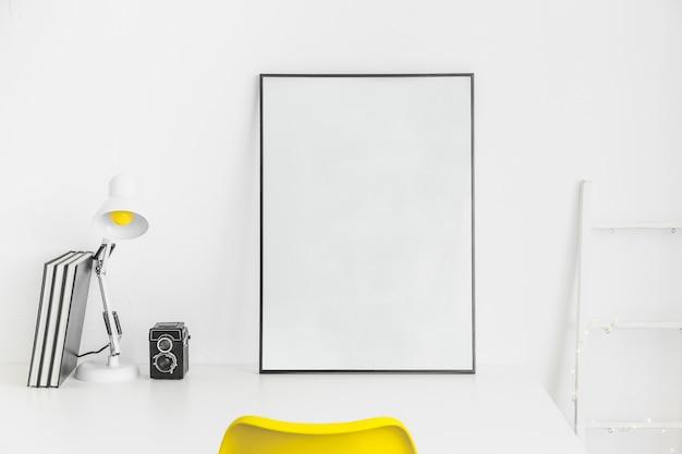Lugar criativo para trabalhar ou estudar com o quadro branco
