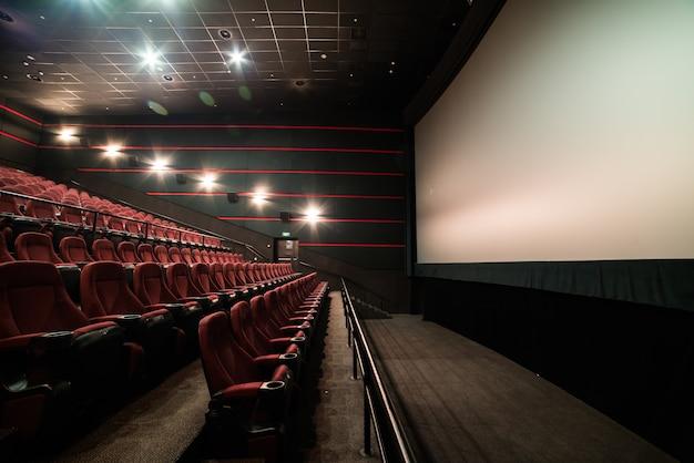 Lugares vazios em uma sala de cinema