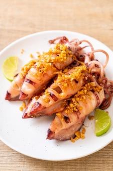 Lula frita com alho - estilo frutos do mar