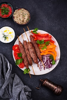 Lula kebab prato tradicional turco ou caucasiano