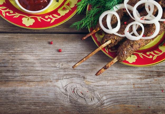 Luleh kebab, pratos orientais. foco seletivo, cópia espaço plano de fundo
