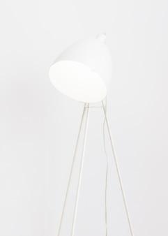 Luminária de pé branca minimalista