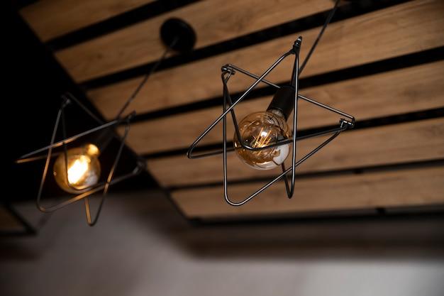 Luminária elétrica com lâmpadas tipo loft. lâmpada de iluminação