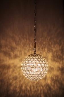Luminária pendente iluminada