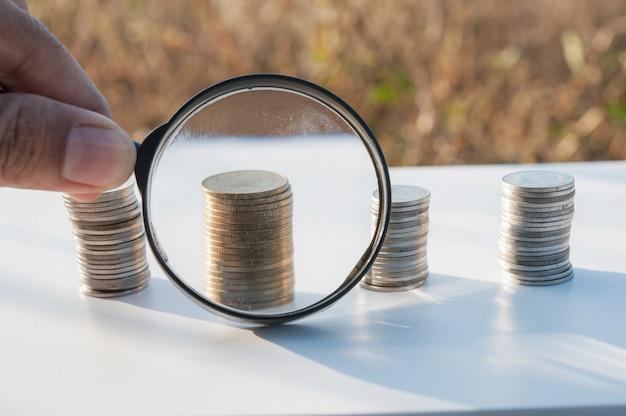 Lupa, busca, investimento, de, empilhando, moeda, crescendo