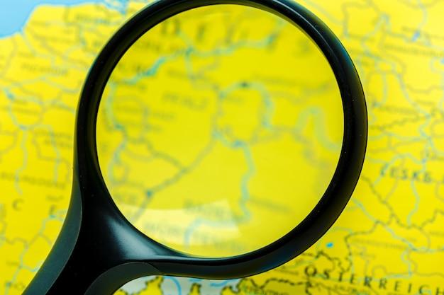 Lupa e mapa