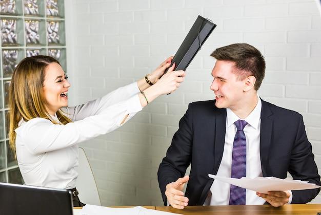 Lutando no escritório