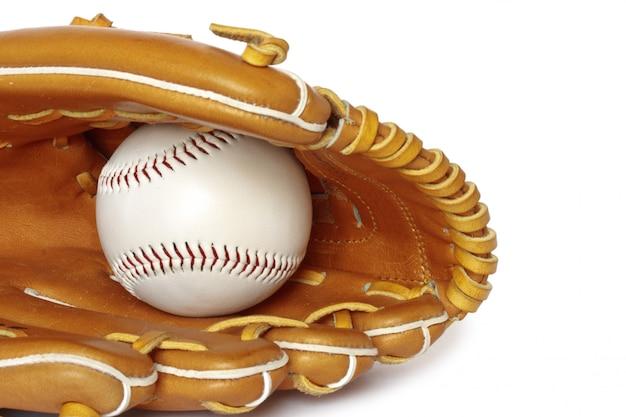 Luva de beisebol coletor com bola isolada no branco clo