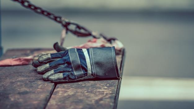 Luva de mão negra