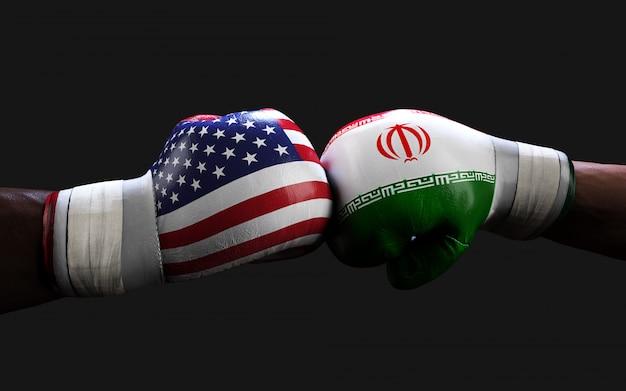Luvas de boxe com eeuu e bandeira do irã