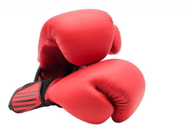 Luvas de boxe vermelhas isoladas no fundo branco, com espaço de cópia para o texto. conceito de esporte.