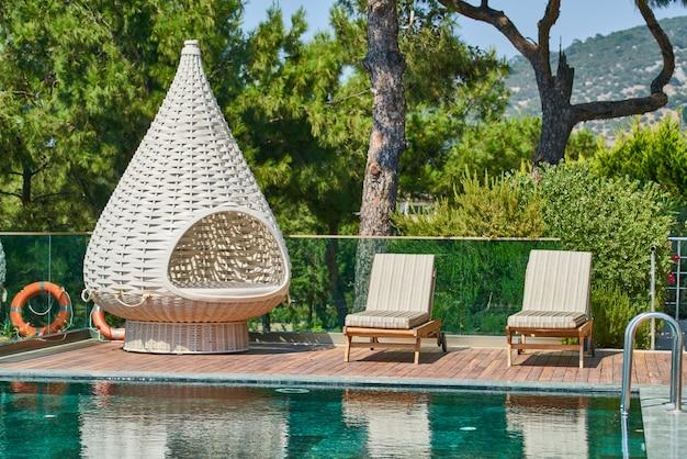 Luxo e relaxante piscina do hotel