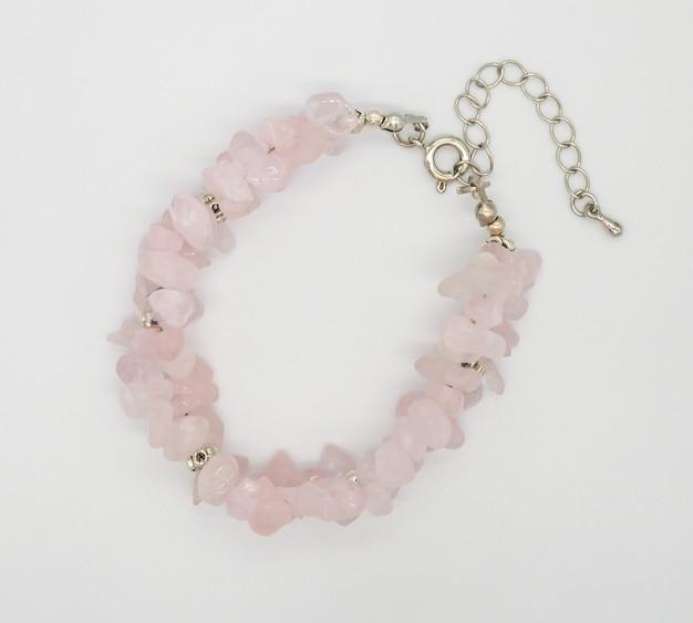 Luxo pulseira de contas de quartzo rosa de quartzo em fundo branco