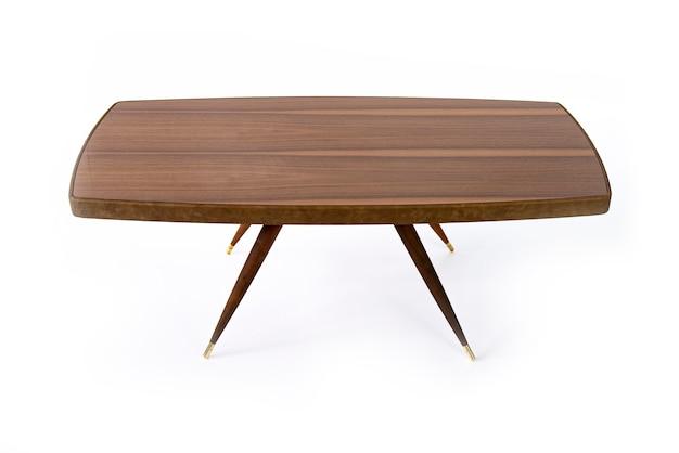 Luxuosa mesa de castanha com resina epóxi em um branco