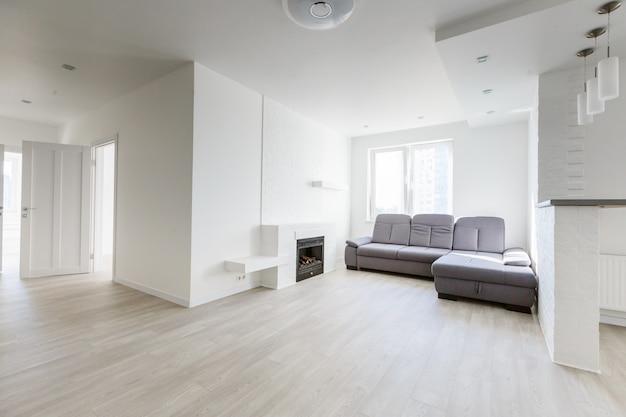 Luxuosa sala de estar com sofá extra grande