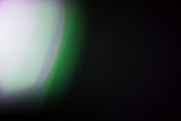 Luz brilhante em fundo escuro