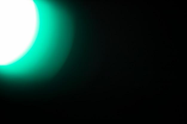 Luz brilhante no fundo preto