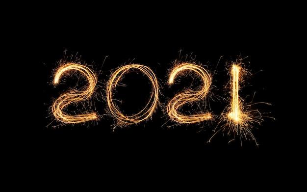 Luz de ano novo 2021. sparklers desenham figuras 2021. luzes de bengala e letras